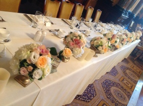 peach and cream top table arrangement