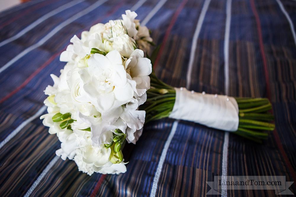 white brides wedding bouquet by Your London Florist