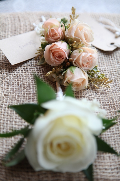 spray rose buttonhole by Your London Florist