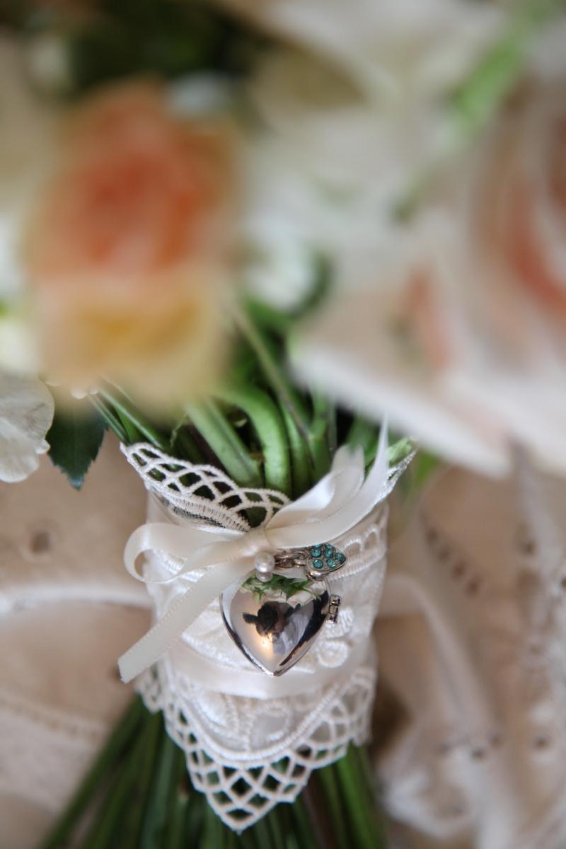 wedding bouquet details by Your London Florist
