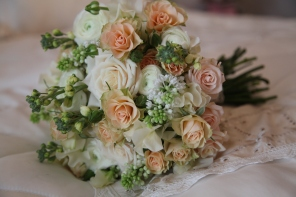 peach and cream bridal bouquet by Your London Florist