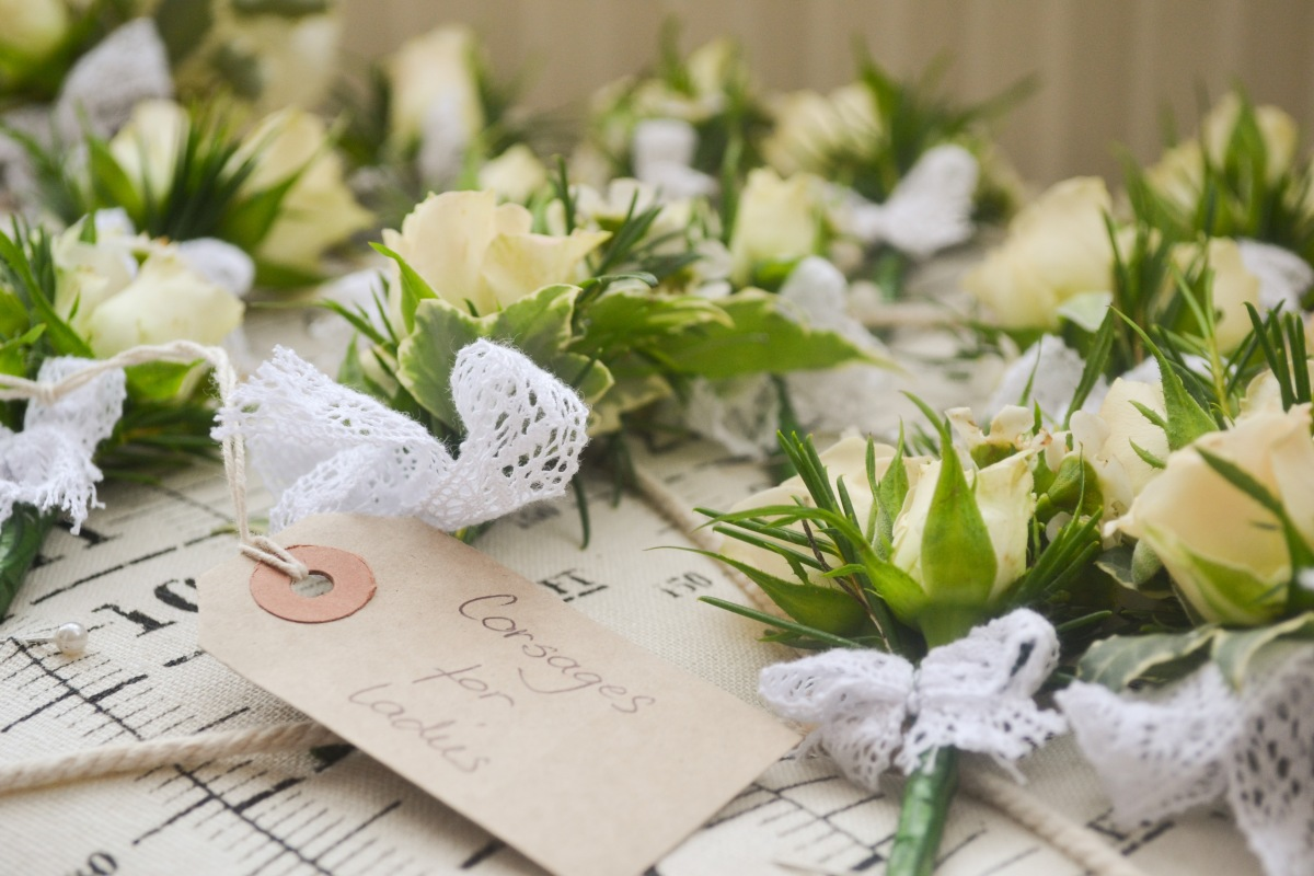 buttonholes vintage style by Your London Florist