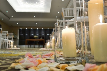 aisle candles by Your London Florist