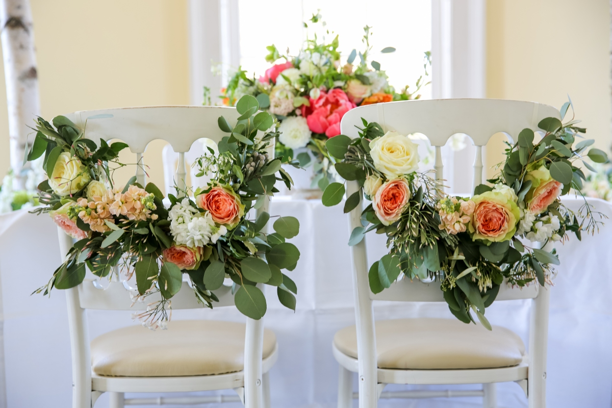 bride and groom chair flowers
